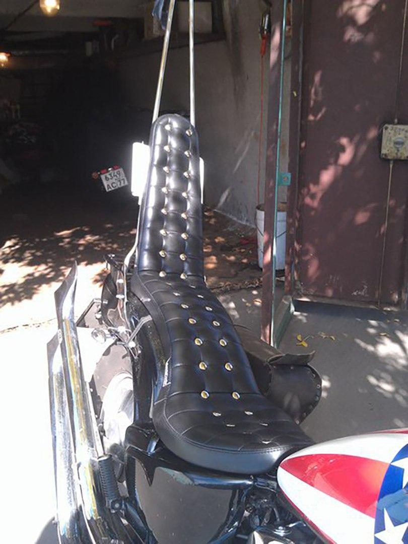 Мото-седло (сиденье для мотоцикла) с высокой спинкой для сиссибара.